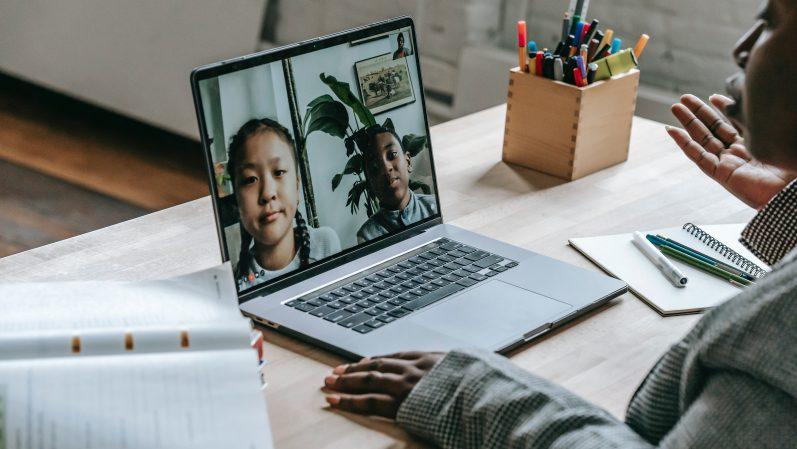 O professor está online, mas o planejamento é crítico?